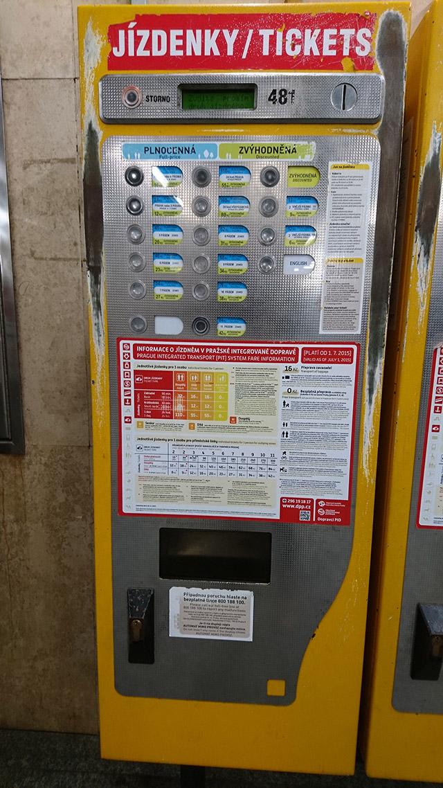 チェコ観光 チェコの地下鉄の券売機