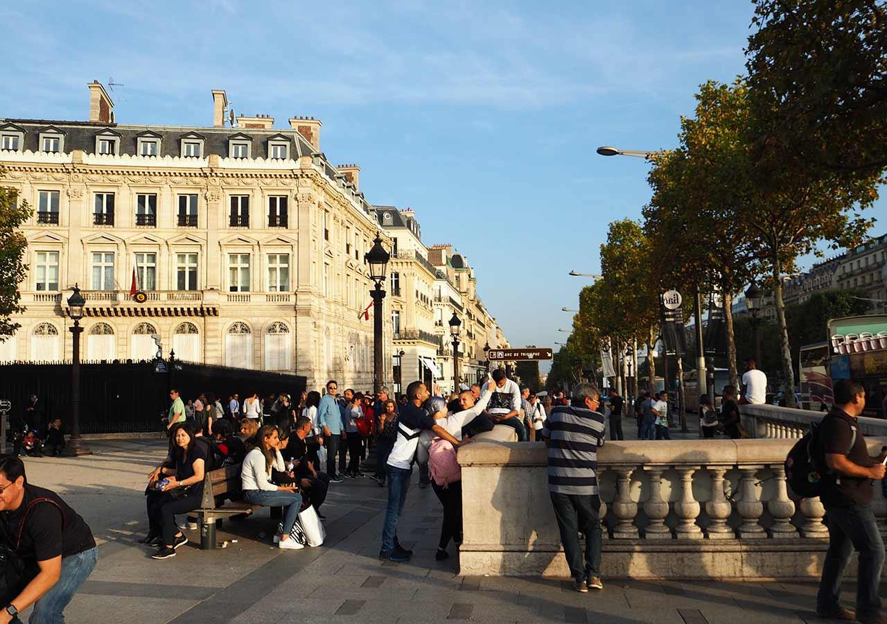 パリ観光 凱旋門の入り口