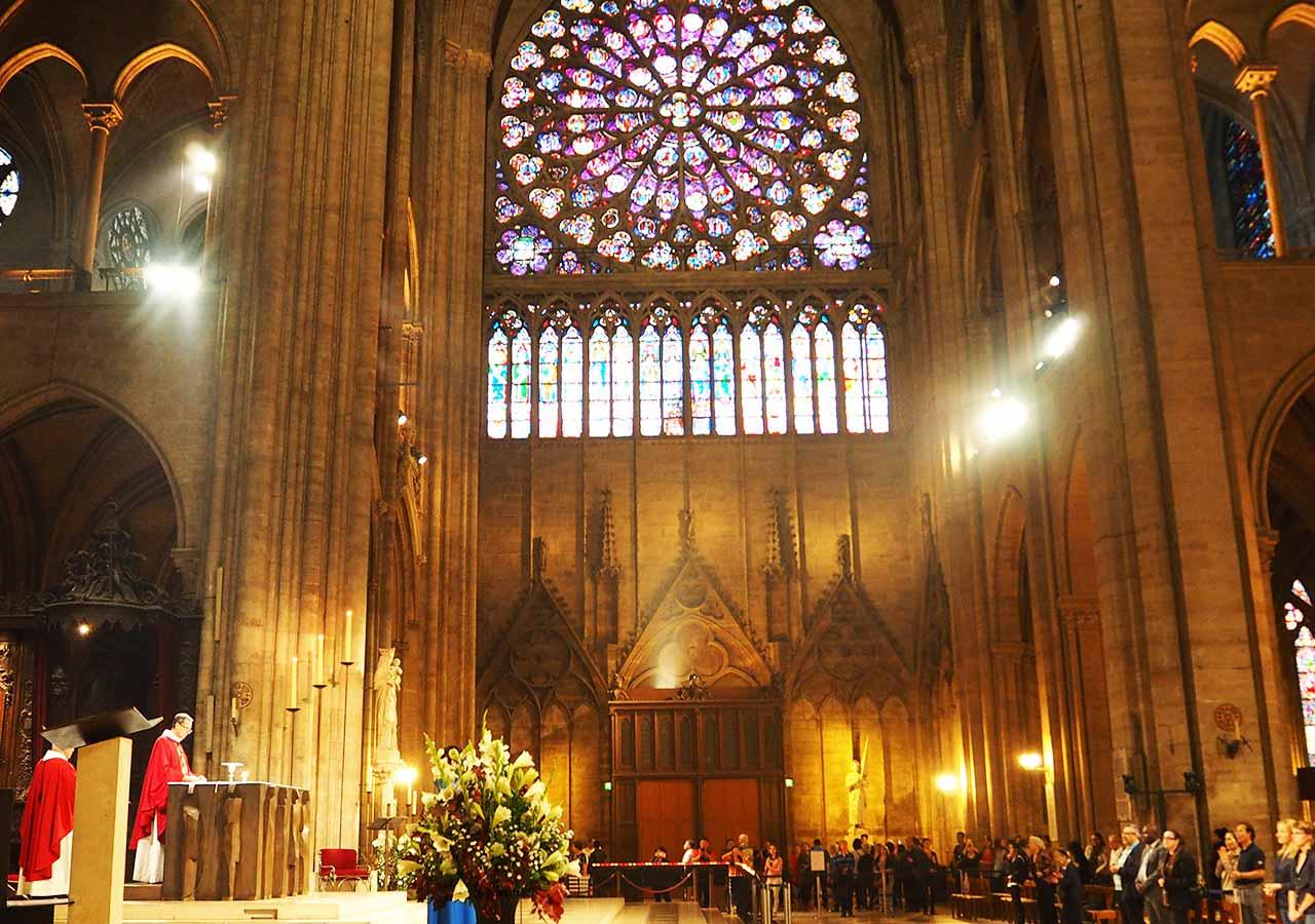 パリ観光 ノートルダム大聖堂の内観