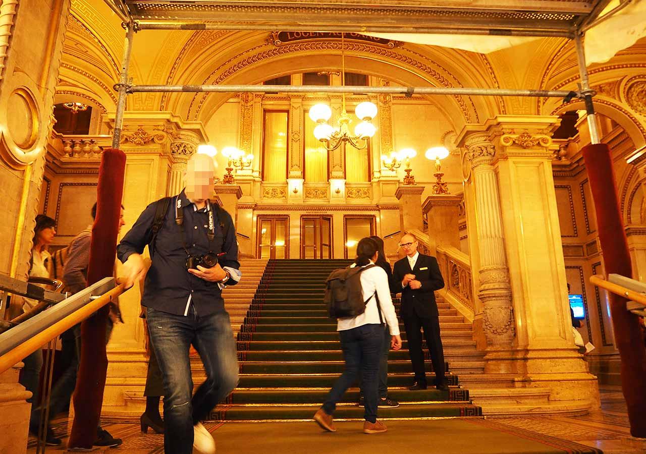 ウィーン観光 ウィーン国立歌劇場の内部