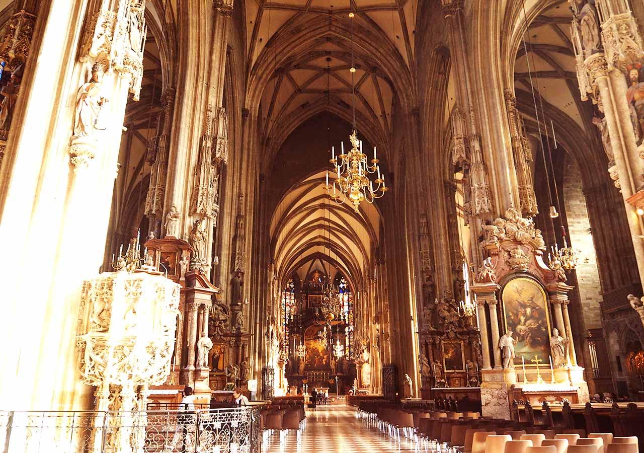ウィーン観光 シュテファン寺院の内観