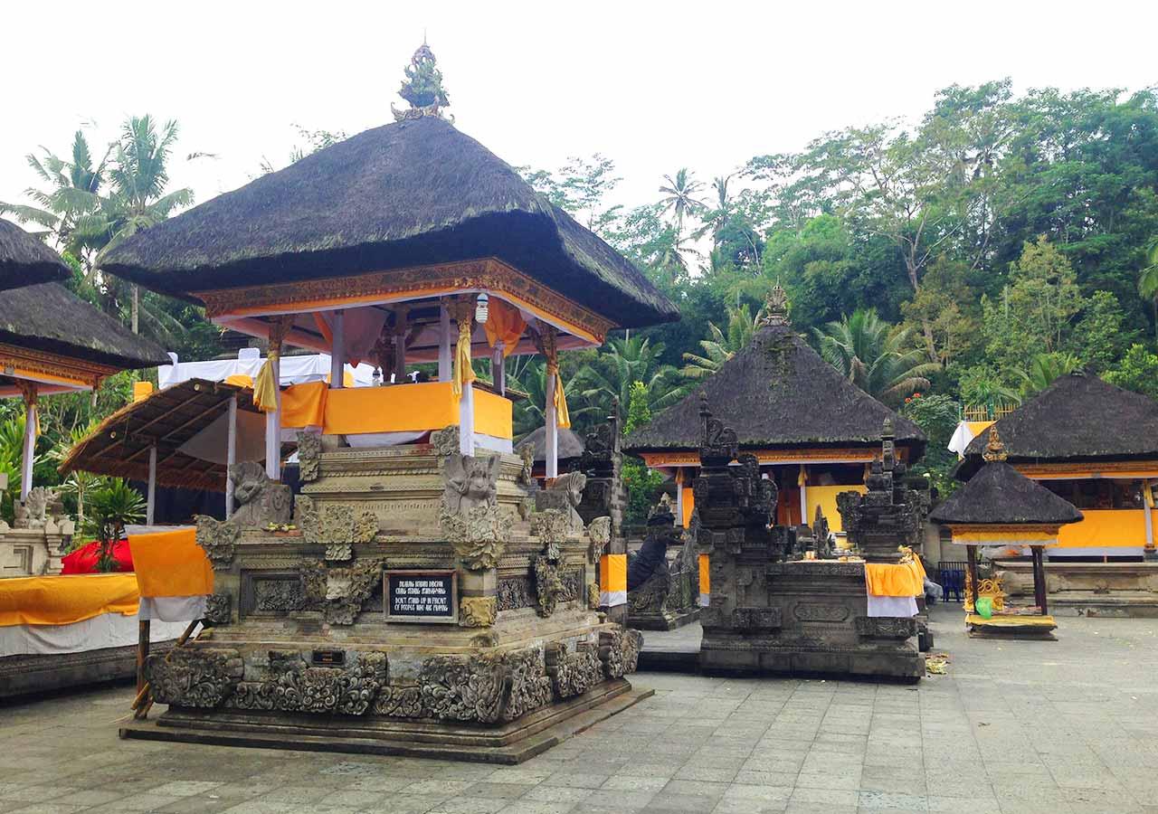 バリ観光 ティルタウンプル寺院