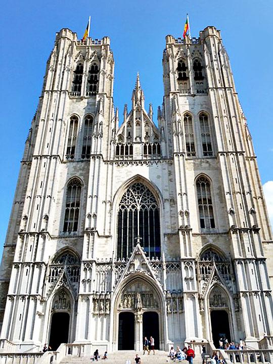 ブリュッセル観光 サンミッシェル大聖堂(Cathedrale des Sts Michel)