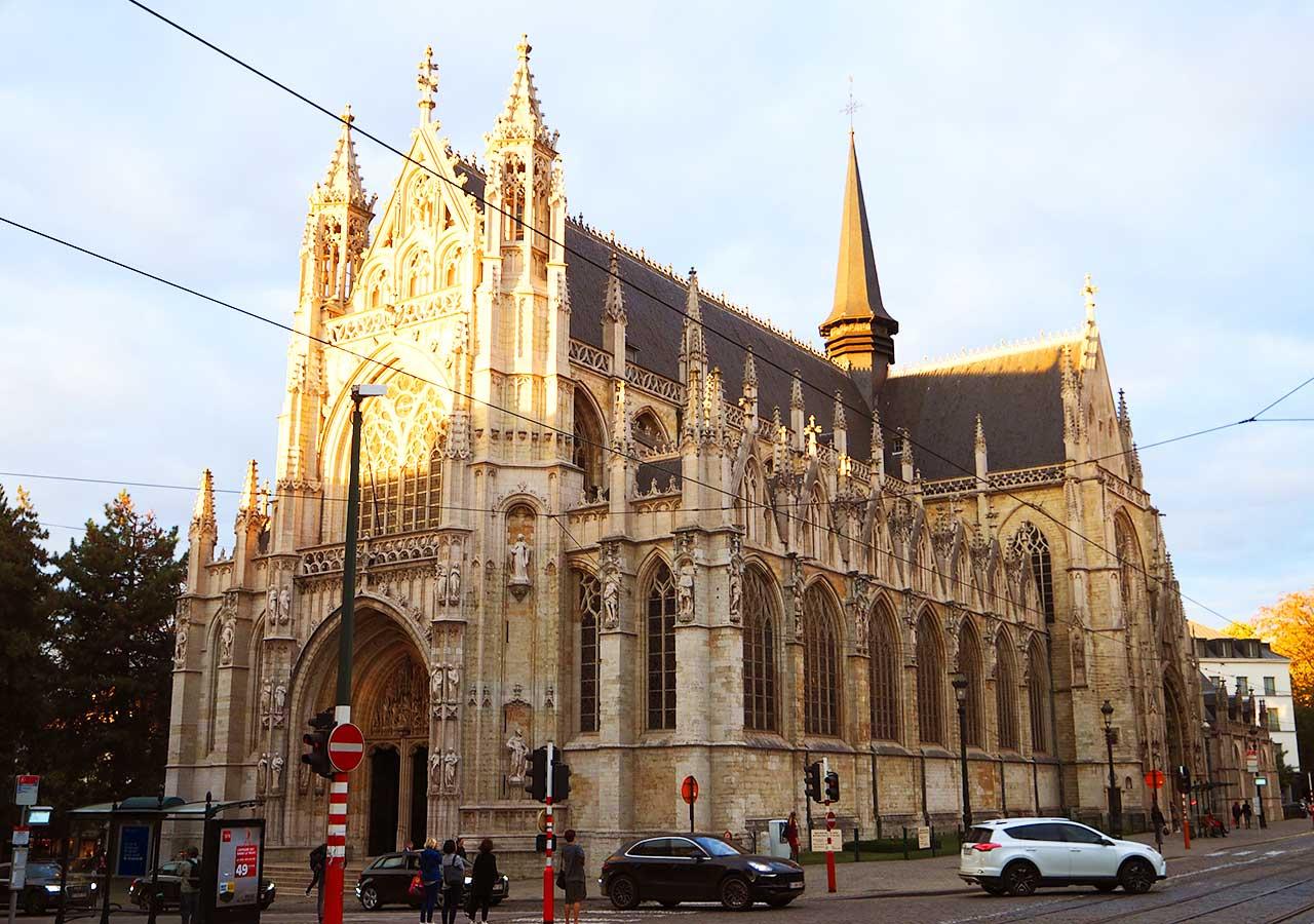 ブリュッセル観光 ノートルダム・デュ・サブロン教会(Eglise Notre Dame du Sablon)