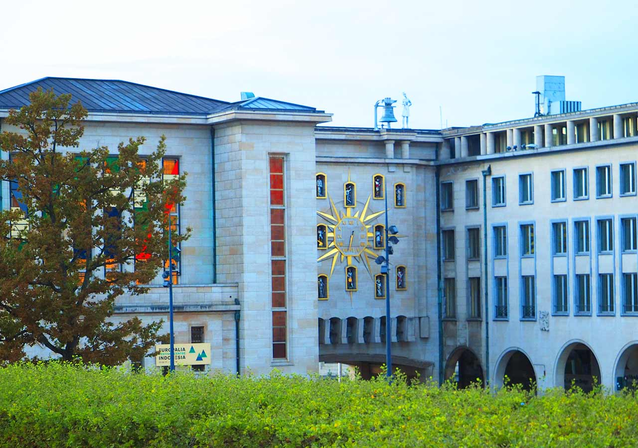 ブリュッセル観光 芸術の丘(Monts des Arts)のからくり時計