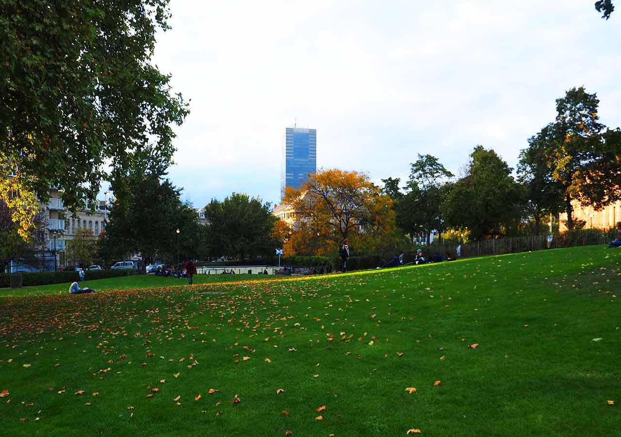 ブリュッセル観光 アル門(Porte de Hal)がある公園
