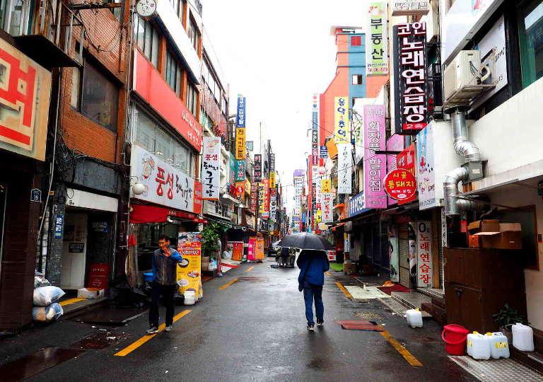 釜山観光 西面のデジクッパ通り
