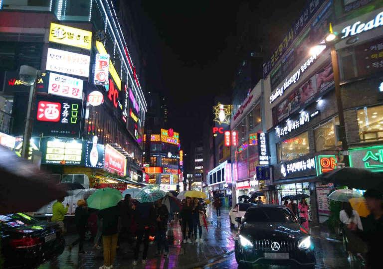 釜山観光 夜の西面(ソミョン)