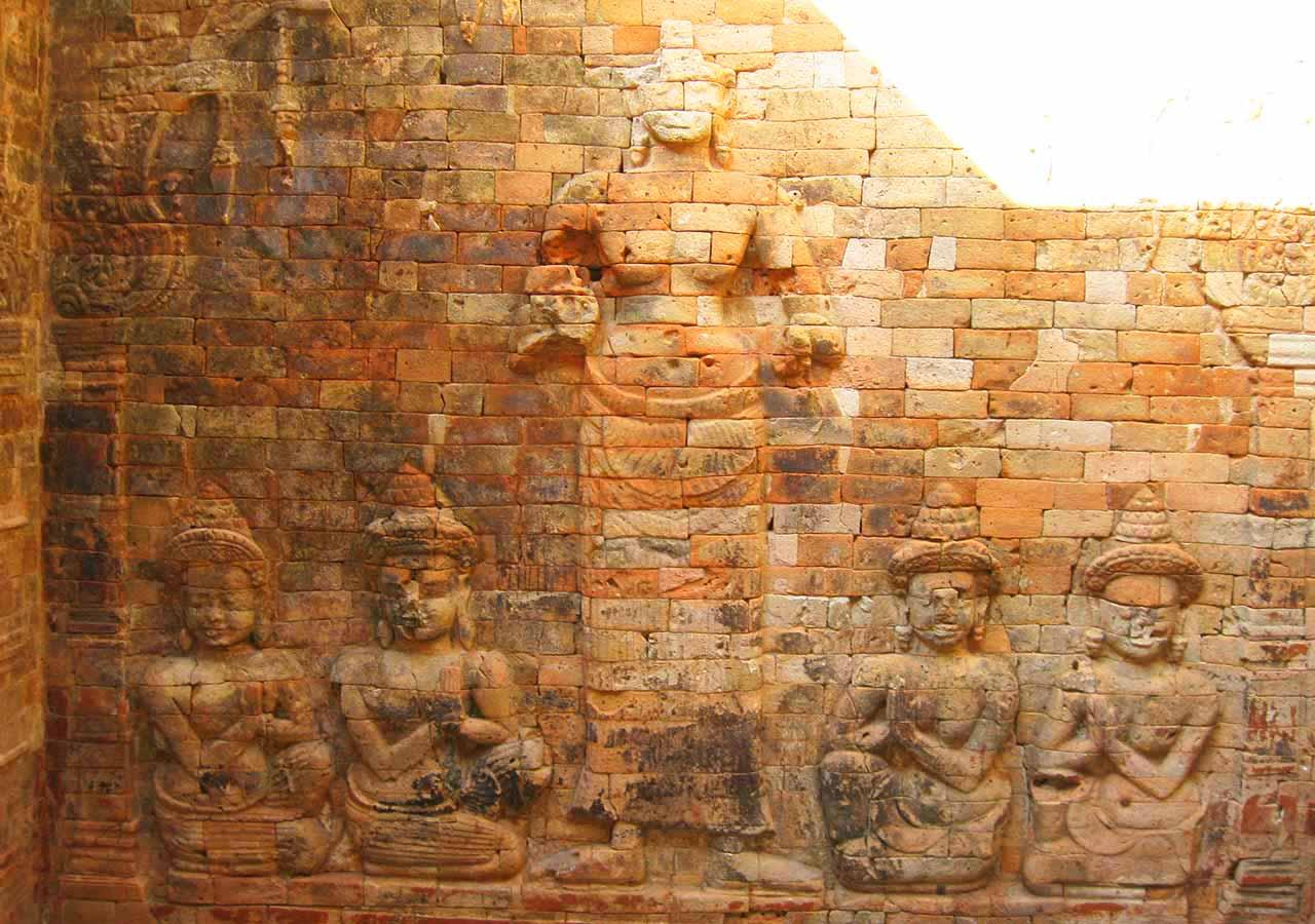 アンコールワット観光 プラサット・クラヴァン(Prasat Kravan)のレリーフ