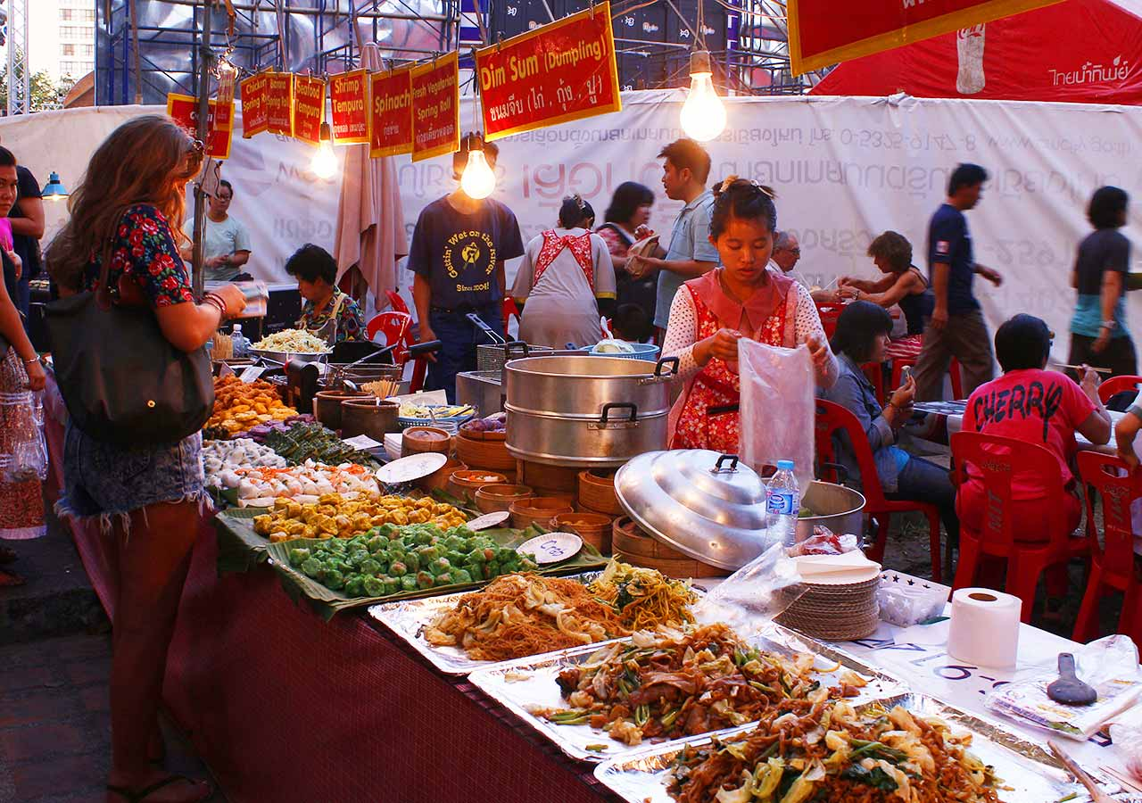 タイ・チェンマイ観光 ローイクラトン(ランタン祭り)の屋台