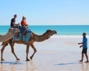「オーストラリア・ブルームで幻想的な「月への階段」やラクダの隊列を楽しもう!」 トップ画像