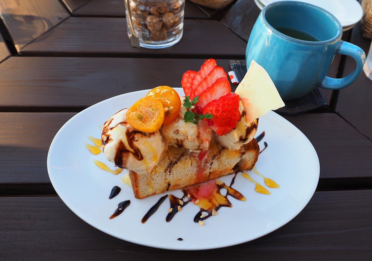 糸島観光 二見ヶ浦 Beach Cafe SUNSETのケーキ(ハニートースト)
