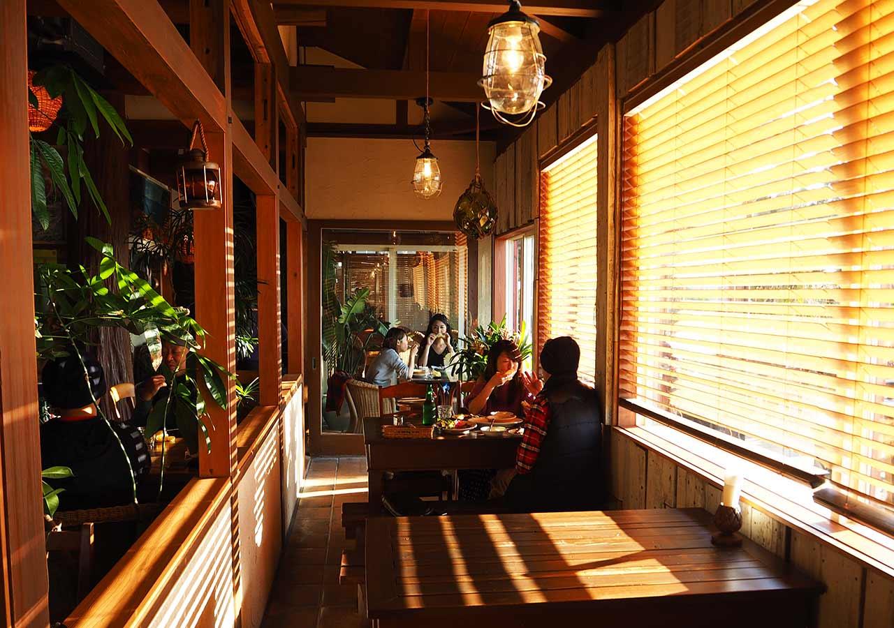 糸島観光 二見ヶ浦 Beach Cafe SUNSETの内観
