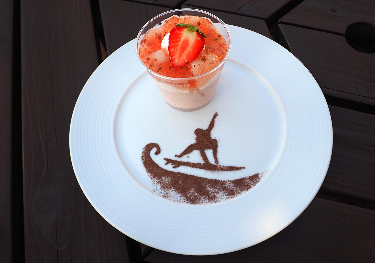 糸島観光 二見ヶ浦 Beach Cafe SUNSETのケーキ(SAKURA)