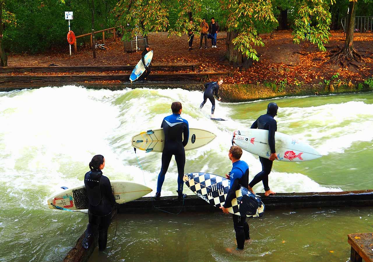 ミュンヘン観光 英国風庭園(English Garden)のサーフィンスポット