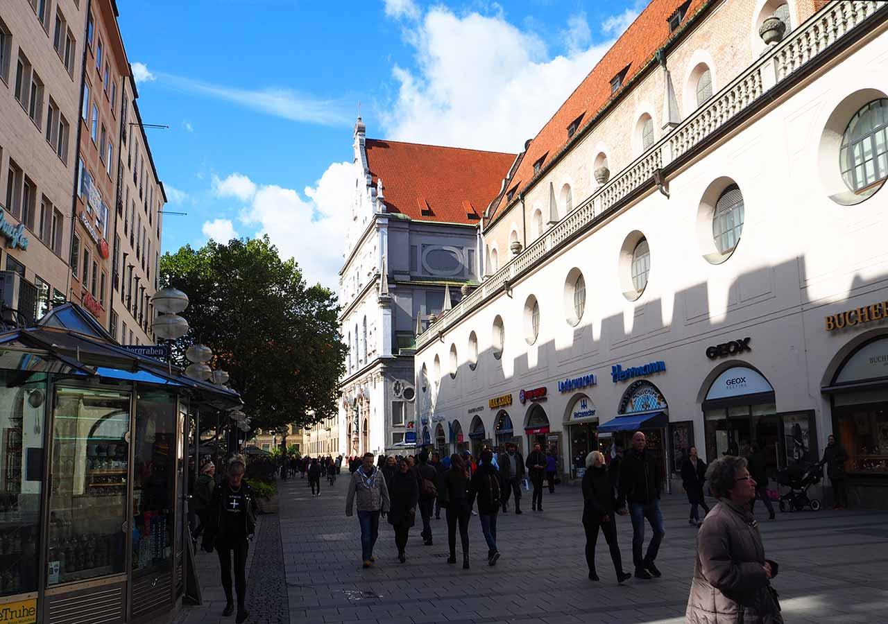 ミュンヘン観光 マリエン広場(Marienplatz) カウフィンガー通り(Kaufinger street)~ノイハウザー通り(Neuhauser Street)