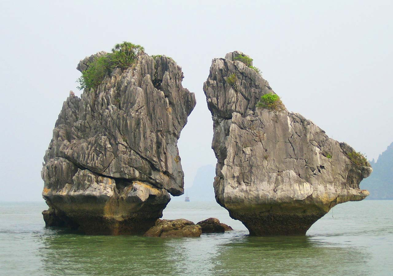 ハロン湾 kissing rocks