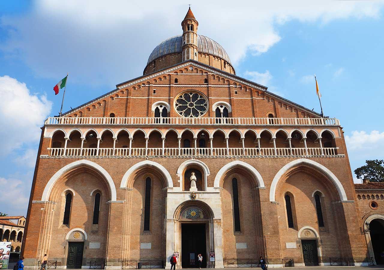 パドヴァ観光 サンタントニオ聖堂( Basilica di Sant'Antonio )