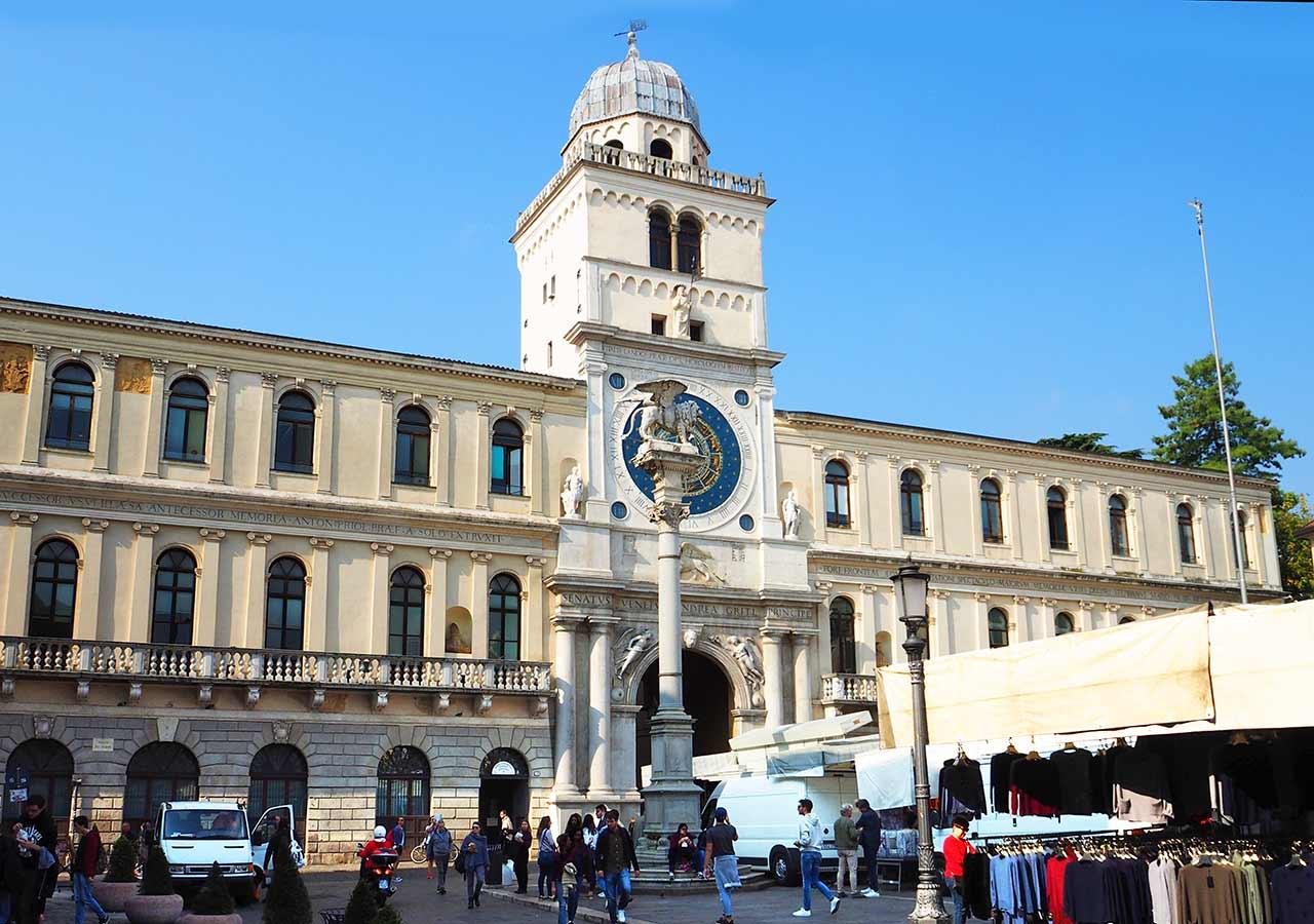 パドヴァ観光 シニョーリ広場(Piazza di Signori)