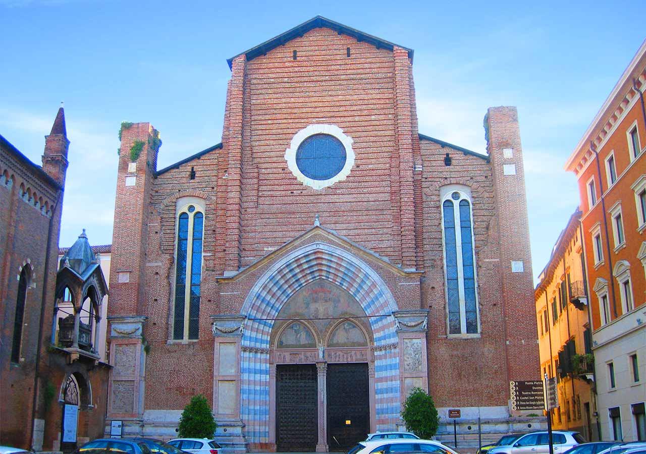 ヴェローナ観光  サンタナスターシア教会