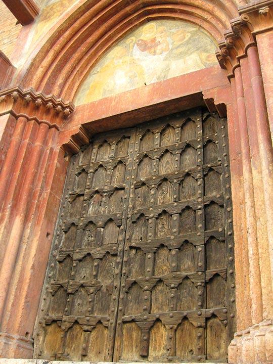 ヴェローナ観光  サンタナスターシア教会のドア