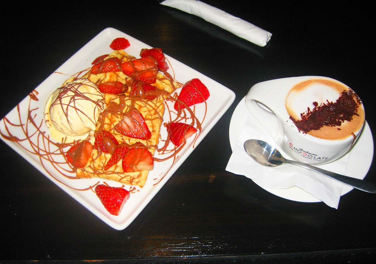 パース観光 フリーマントル(Fremantle)のチョコレートショップで食べたクレープとモカ