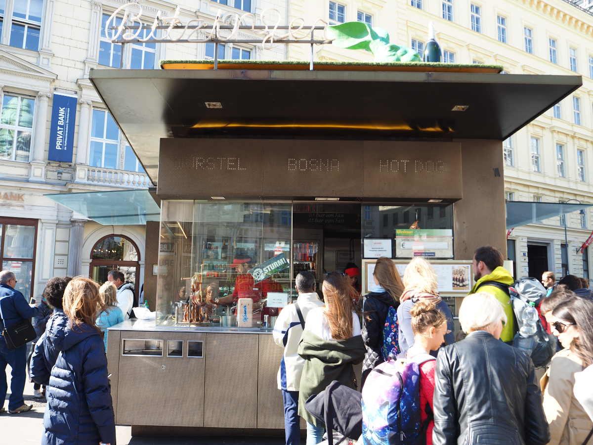 ウィーン観光 Sausage stand Zur Oper