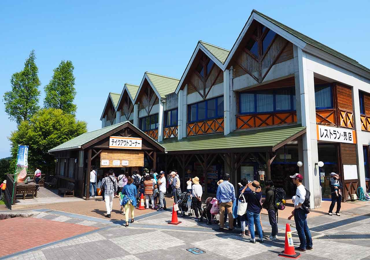 福岡観光 もーもーらんど油山牧場 ソフトクリームに並ぶ列