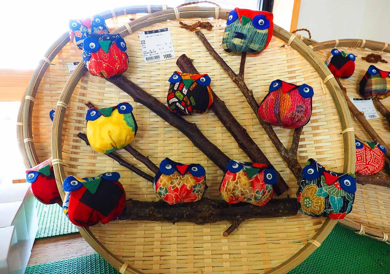 産直市場「福ふくの里」 野菜売り場の工芸品