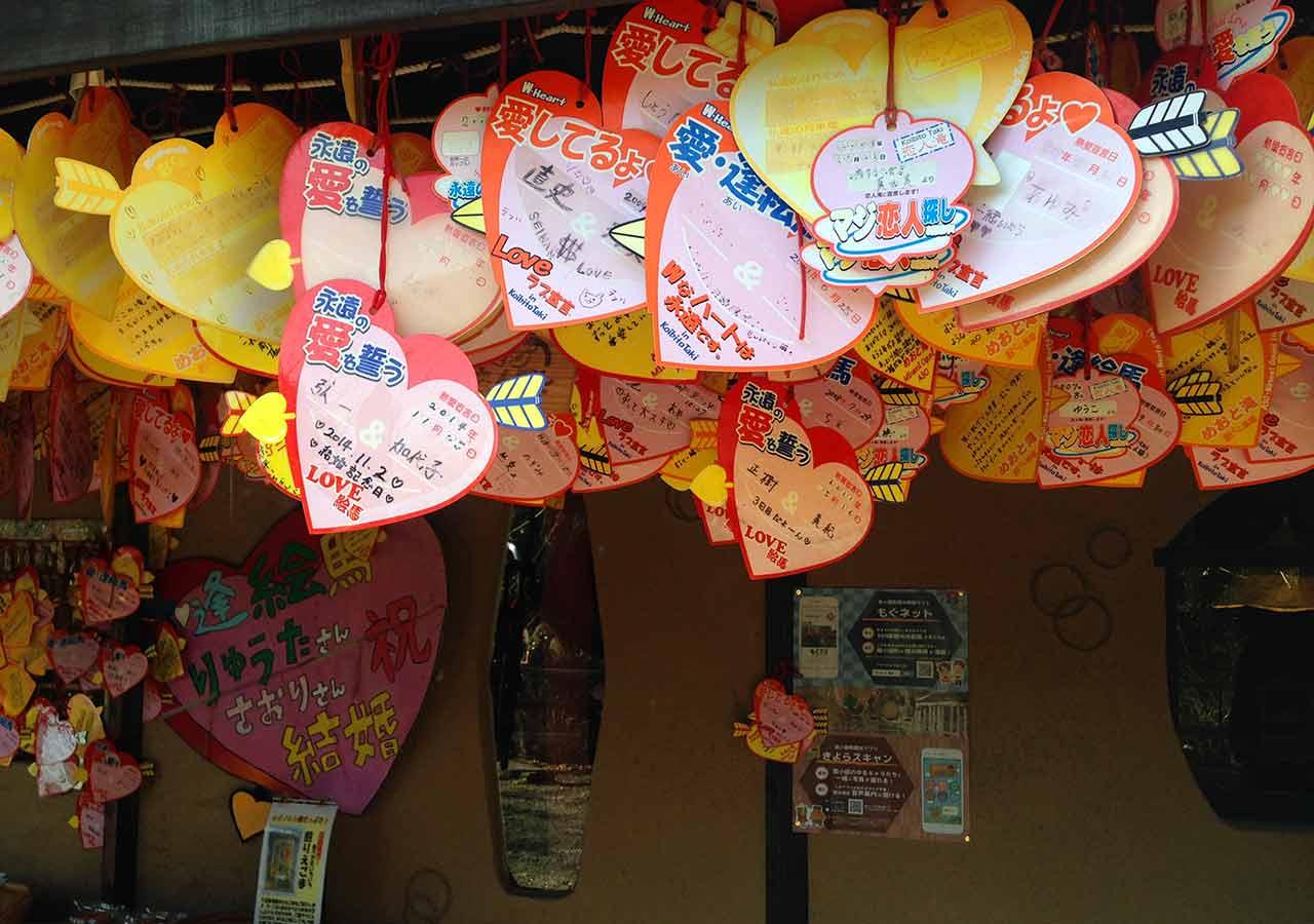 熊本県 黒川温泉周辺のおすすめスポット 夫婦滝 絵馬