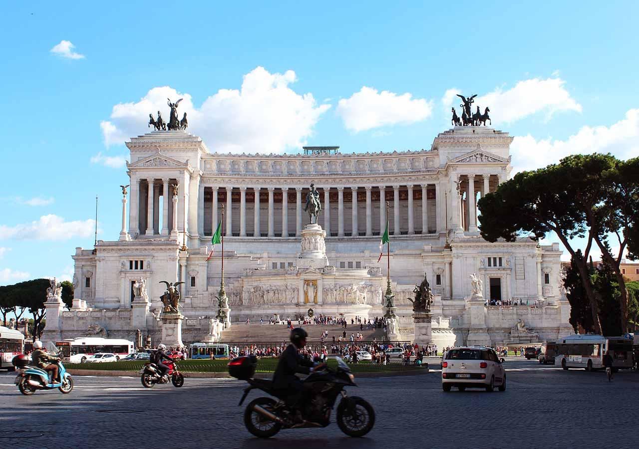 ローマ観光 ベネチア広場(Piazza Venezia)