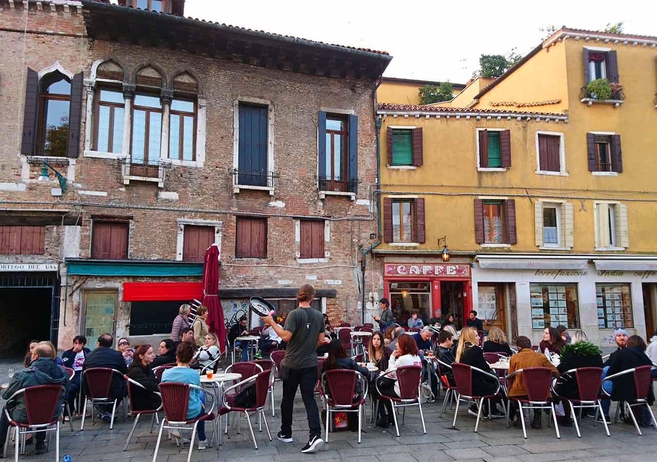 ベネチア観光 サンタマルゲリータ広場(Campo Santa Margherita)
