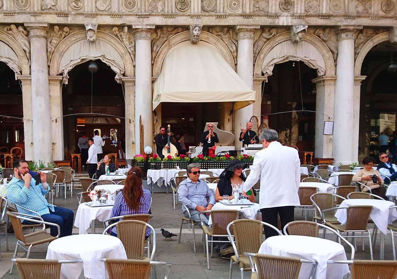 ベネチア観光 サンマルコ広場(Piazza San Marco)のカフェ