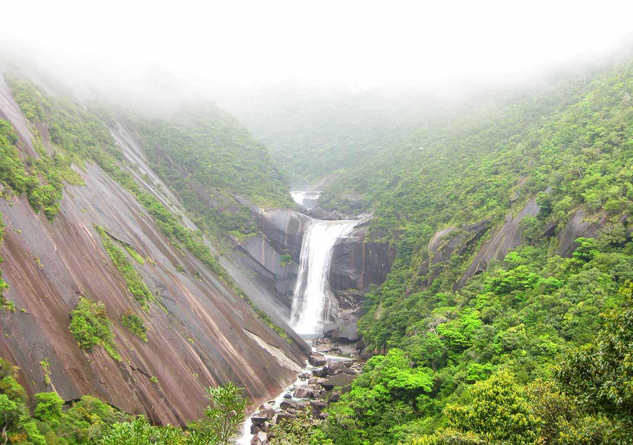 鹿児島 屋久島一周の観光コース 千尋の滝