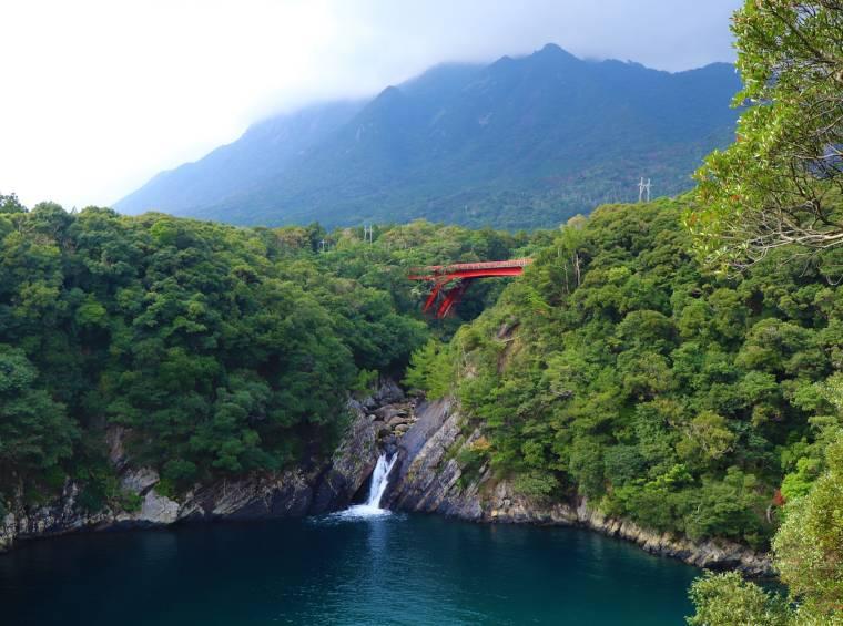 鹿児島 屋久島一周の観光コース トローキの滝