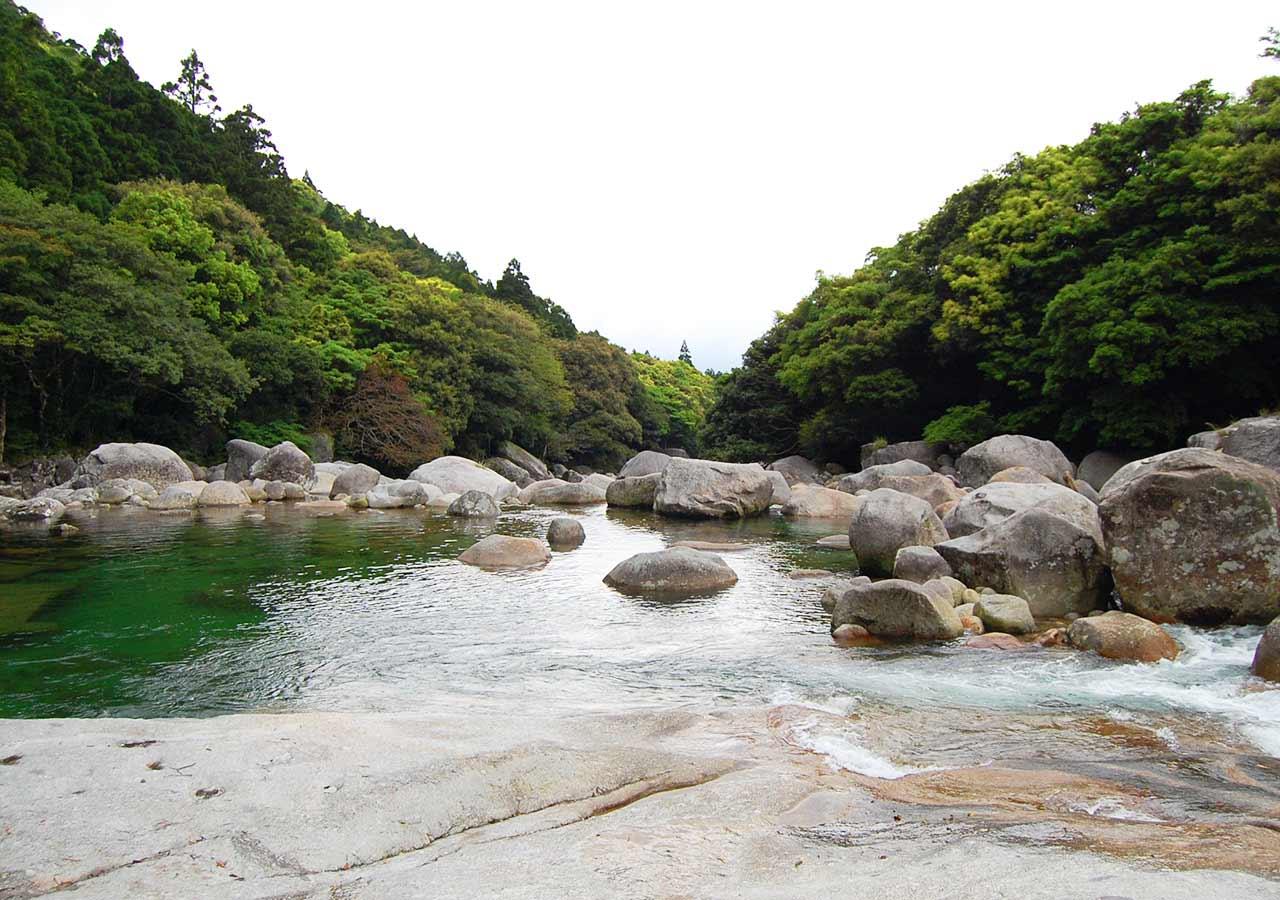 鹿児島 屋久島一周の観光コース 横河渓谷