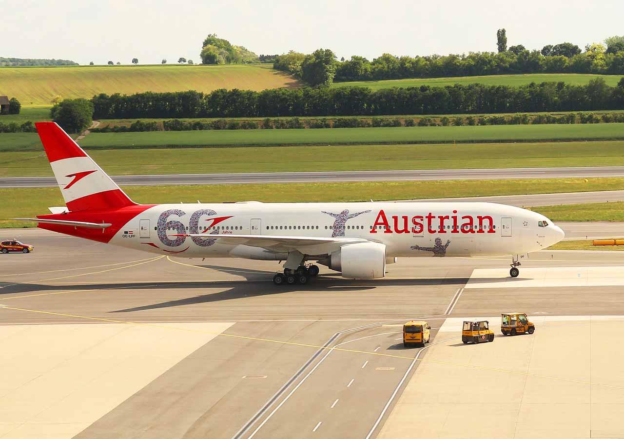 ウィーン観光 オーストリア航空の飛行機