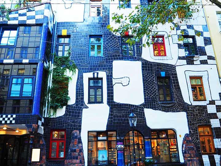 ウィーン観光 クンストハウスウィーン トップ画像