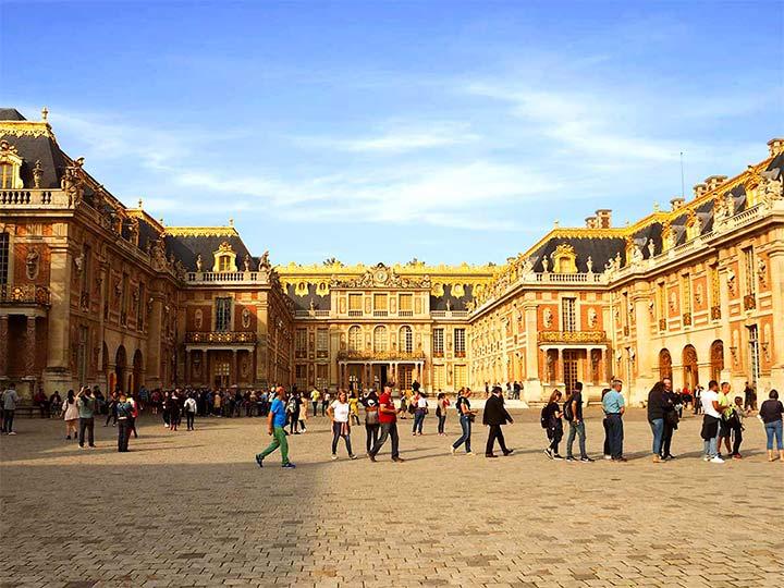 「ヴェルサイユ宮殿の鏡の間、庭園など見所と観光のコツをご紹介!」 トップ画像