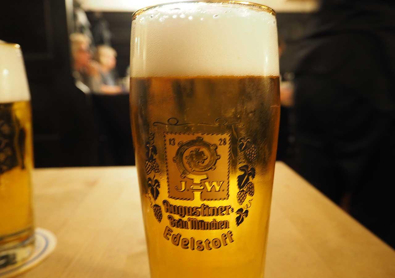 ミュンヘン観光 おすすめグルメ・ビール ツム・アウグスティナーのビール