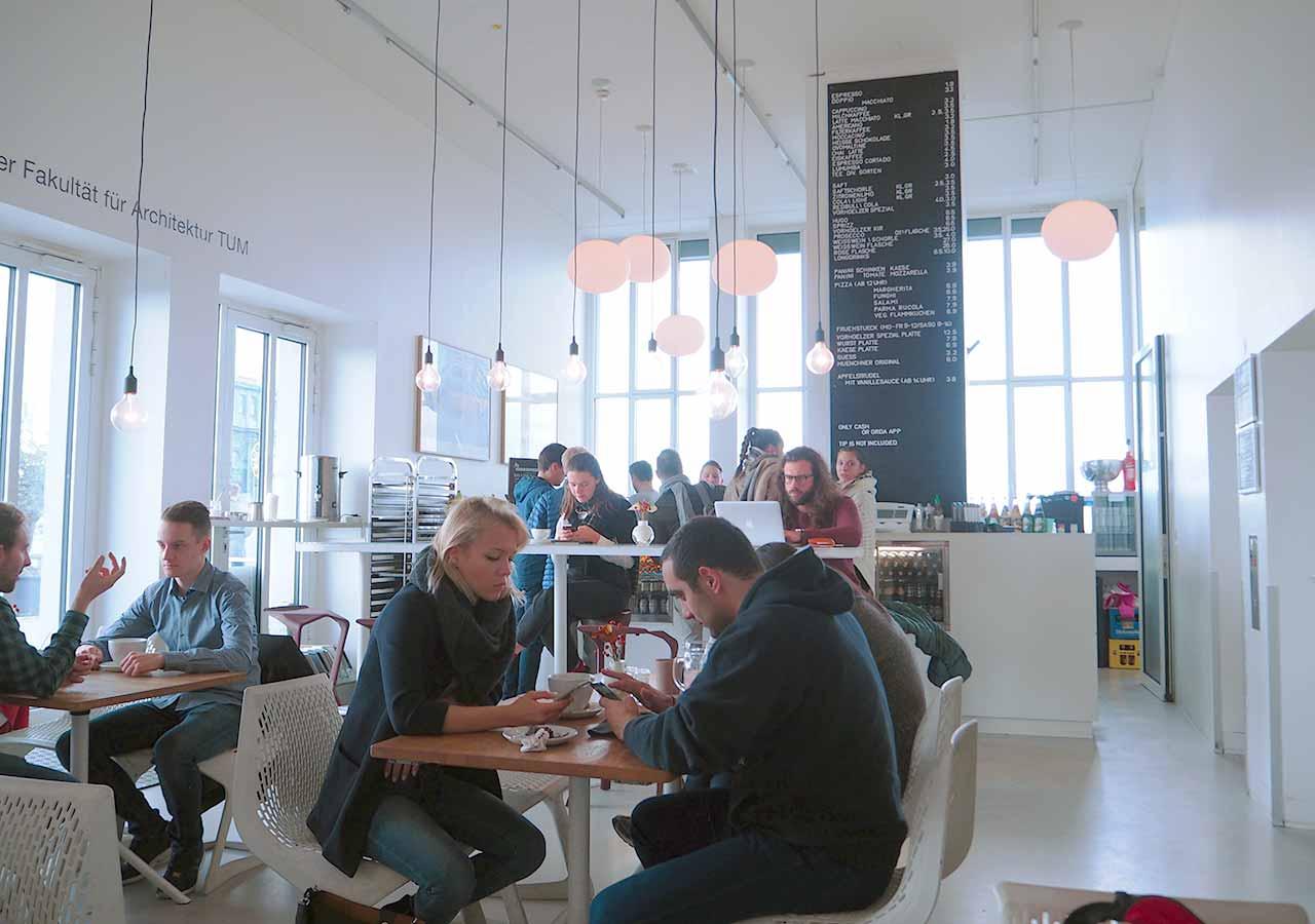 ミュンヘン観光 穴場10選 ミュンヘン工科大学のVorhoelzer Forumのカフェ