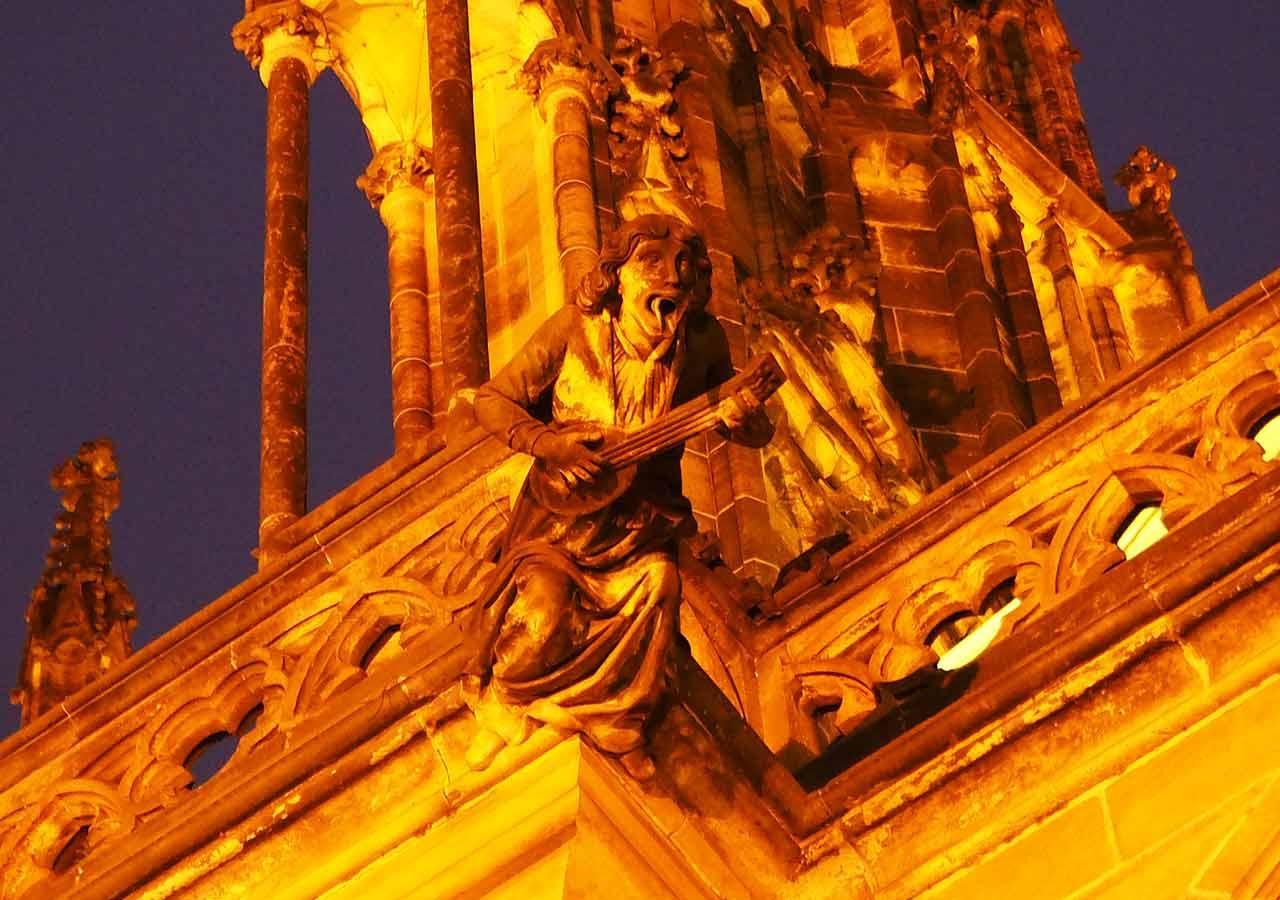 プラハ観光 聖ヴィート大聖堂(Katedrála svatého Víta)のシュールな人形