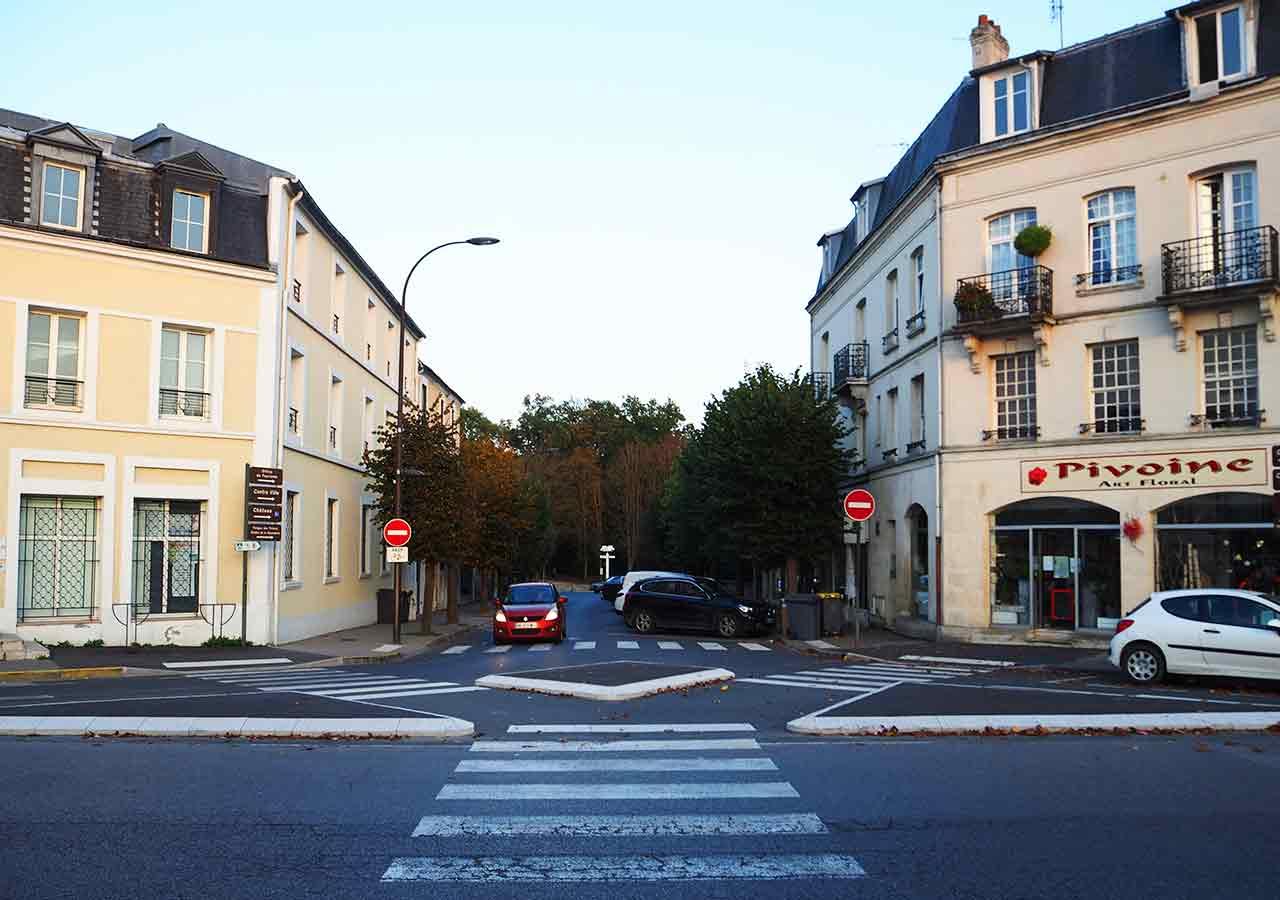 パリ観光 シャンティイ城(Château de Chantilly) Chantilly-Gouvieux駅からの道のり