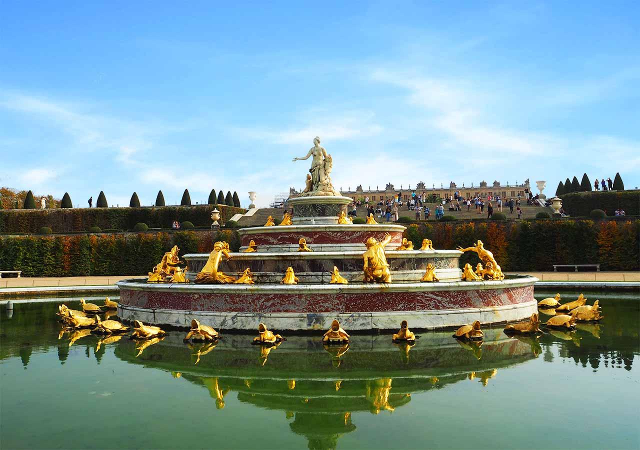 ヴェルサイユ宮殿 庭園のラトナの泉