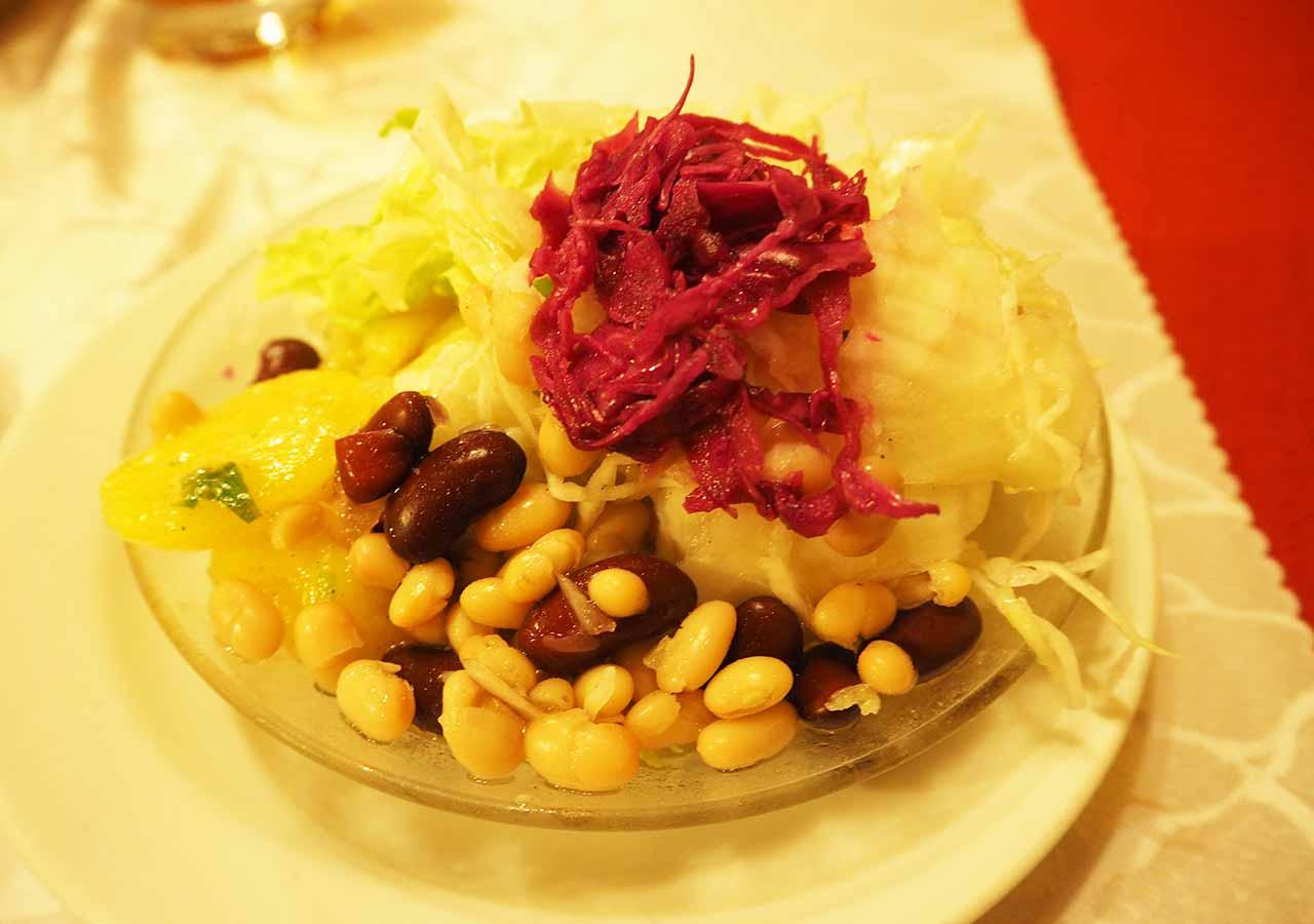 ウィーン観光 グルメスポット シュニッツェルヴィルト(Schnitzelwirt)のサラダ