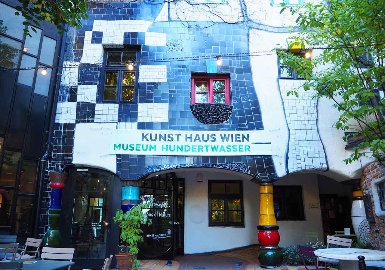 ウィーン観光 フンデルトヴァッサーハウス