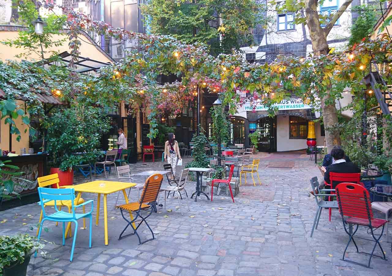 ウィーン観光 クンストハウスウィーンの中庭