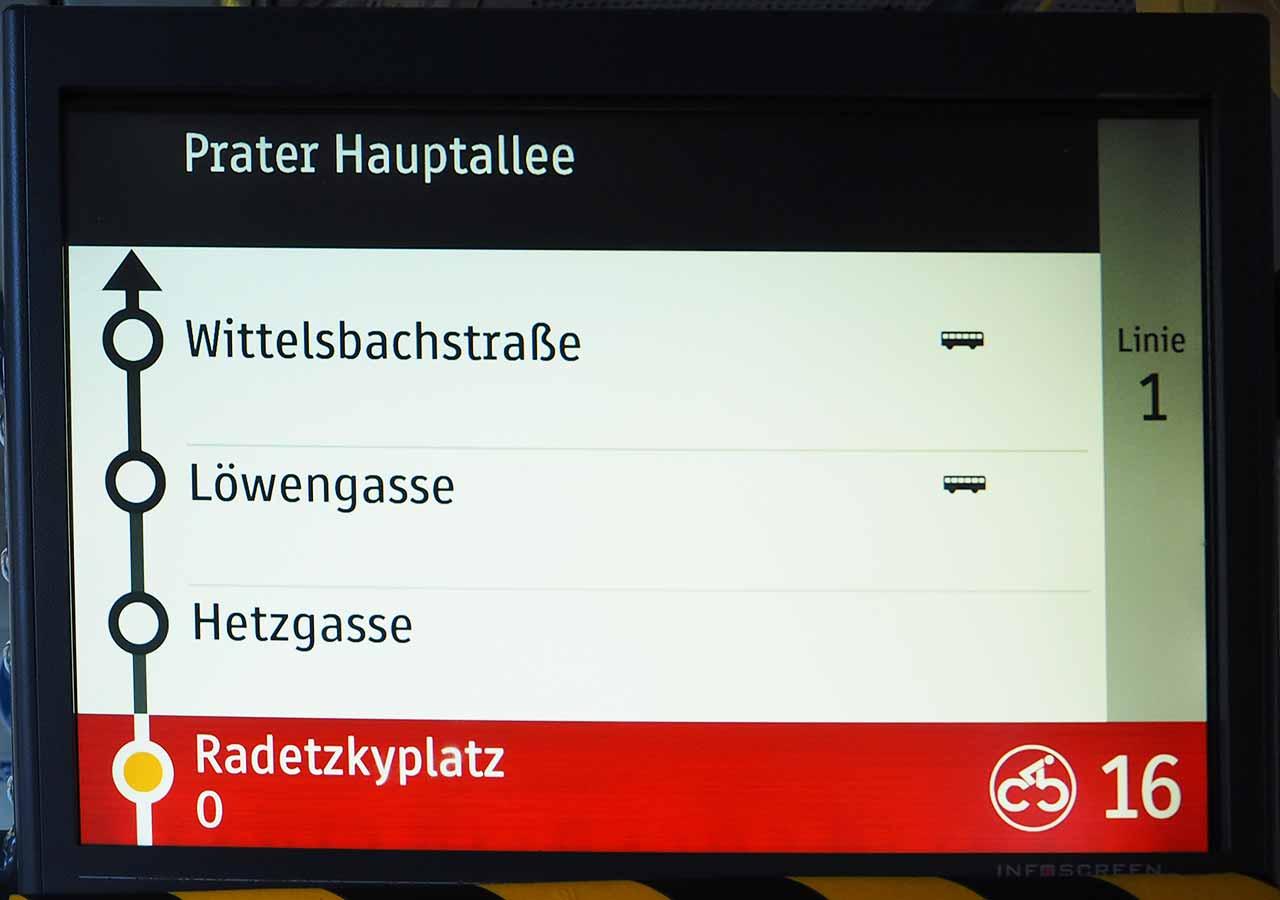 ウィーン観光 クンストハウスウィーンの行き方 トラムの電子掲示板