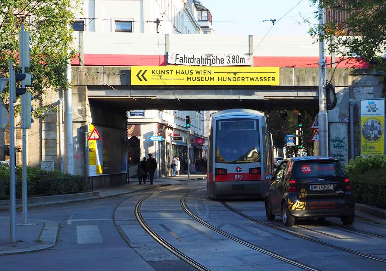 ウィーン観光 クンストハウスウィーンの行き方 標識