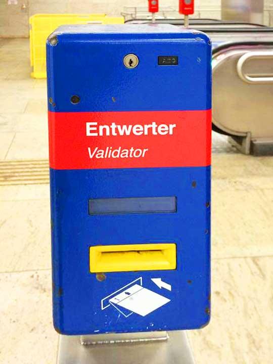 ウィーン観光 ウィーン地下鉄の打刻機
